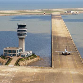ترجمه آنالیز عددی و تجربی رفتار روسازی فرودگاه مسلح شده با ژئوگریدها