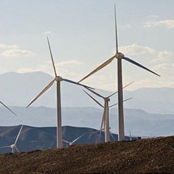 شبیه سازی طراحی سیستم توربین بادی و تجزیه و تحلیل عملکرد سیستم در اختلالات کیفیت توان با متلب