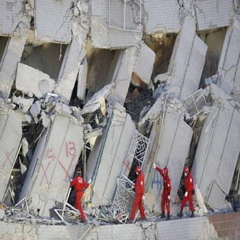 پاورپوینت استحکام و مقاوم سازی پیش ساخت های ساختمان در برابر زلزله